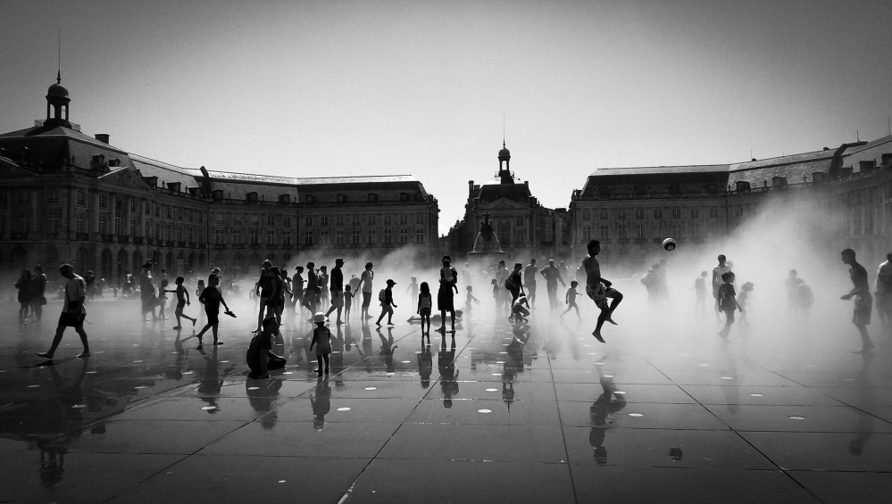 Hot in Bordeaux - Place de la Bourse